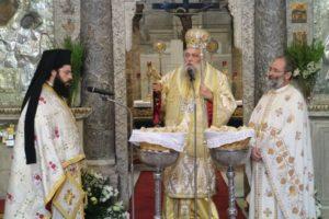 Στη Παναγία Εκατονταπυλιανή ιερούργησε ο Παροναξίας Καλλίνικος (ΦΩΤΟ)