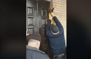 Ουκρανία: Εκοψαν με τροχό τις πόρτες Ναού (ΒΙΝΤΕΟ)