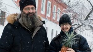 Ρωσία: Μοναχοί καλλιεργούν ανανάδες