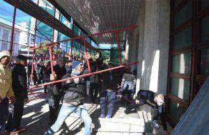 ΑΛΒΑΝΙΑ: «Ράμα φύγε»- Ξυλοδαρμός πολιτών-Επιχείρησαν να μπουν στο πρωθυπουργικό Μέγαρο