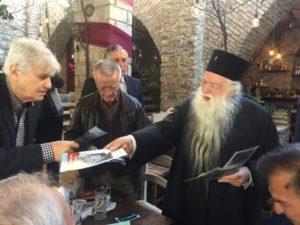 Φυλλάδια για τον «πόλεμο εναντίον της Ορθοδοξίας» μοίρασε ο Αμβρόσιος (ΦΩΤΟ)
