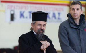 Ο Δ. Διαμαντίδης κοντά στα παιδιά μαζί με τον Καρπενησίου Γεώργιο (ΦΩΤΟ)