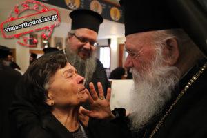 «Λύγισε» η μάνα νεοεκλεγέντος μητροπολίτη μπροστά στον Αρχιεπίσκοπο