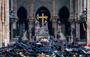 Παναγία των Παρισίων: Αποσύρουν τις δωρεές για τις εργασίες