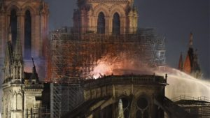 Παναγία των Παρισίων: Οργιάζουν οι θεωρίες συνωμοσίας