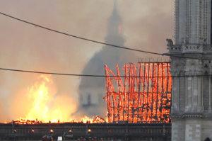 Παναγία των Παρισίων: Όλες οι εξελίξεις της καταστροφικής φωτιάς