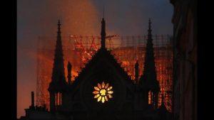 Η Δύση θρηνεί την Παναγία των Παρισίων – 850 χρόνια έγιναν στάχτη σε 8 ώρες!
