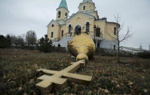 Βία και αναρχία στην Ουκρανία – Οπαδοί της Αυτοκεφαλίας κατέλαβαν Ναό