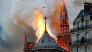 Παναγία των Παρισίων: 600 εκ. ευρώ από μεγιστάνες Γάλλους  για την ανοικοδόμηση της