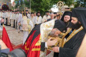 Υποδοχή Τιμίας Χειρός Αγίου Αποστόλου Ανδρέου στα Τρίκαλα (ΦΩΤΟ)