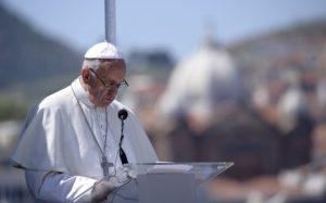 Πάπας Φραγκίσκος: Δωρεά 100.000 ευρώ για τους μετανάστες στη Λέσβο