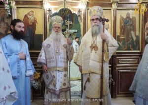 Αγίου Πνεύματος: Δισαρχιερατική Θεία Λειτουργία στην Άρτα (ΦΩΤΟ)