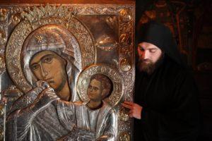 Η Παναγία Παραμυθία στην Ι.Μ. Παμμεγίστων Ταξιαρχών Νέας Επιδαύρου