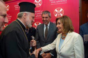 Η Χειραψία Αρχιεπισκόπου Αμερικής Ελπιδοφόρου με τη Nancy Pelosi