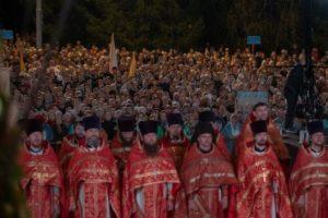 60.000 πιστοί συμμετείχαν στην «Τσαρική λιτανεία» στο Εκατερινμπούργκ (ΦΩΤΟ)