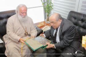 Ο Πατριάρχης Θεόδωρος στη βιβλιοθήκη της Αλεξάνδρειας (ΦΩΤΟ)