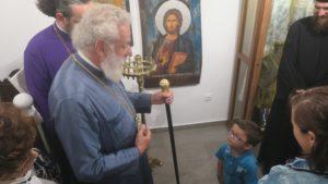 Ο Σύρου Δωρόθεος με τα παιδιά στην Ιερά Μονή Αγίας Ειρήνης