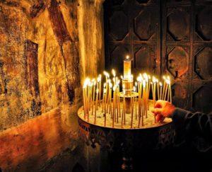 Τι να λέμε όταν ανάβουμε ένα κερί