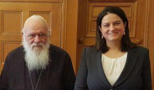 Σε διάλογο καλεί την Εκκλησία η νέα υπουργός Παιδείας