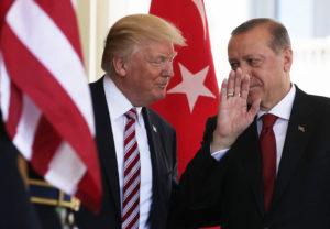 Ασφυκτικές πιέσεις από Κογκρέσο στον Τραμπ να τιμωρήσει την Τουρκία