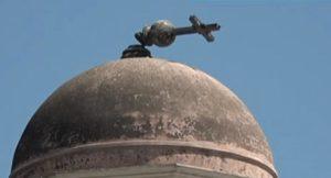 Σεισμός Αθήνα: Έπεσε ο σταυρός στην εκκλησία της Αγίας Ειρήνης