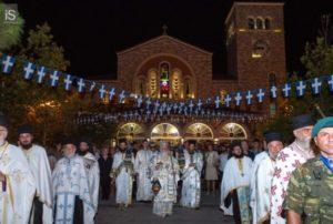 Βόλος: Πλήθος κόσμου στην λιτανεία του Επιταφίου της Παναγίας