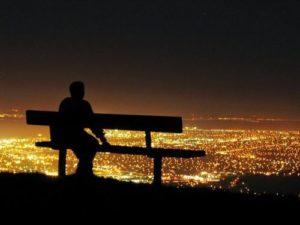 Αισθάνομαι ότι είμαι μόνος