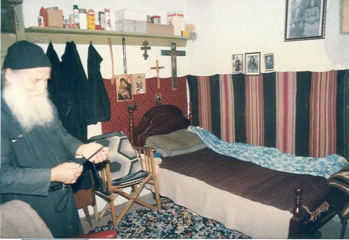 Το εσωτερικό του κελλιού του Γέροντα στον Ευαγγελισμό.