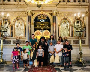 Ο Χίου Μάρκος με τα παιδιά των Ιερέων της Ι.Μ.