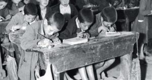 Δασκάλα έβαλε τα παιδιά να γράψουν 10 φορές την φράση: «Δεν υπάρχει Θεός»