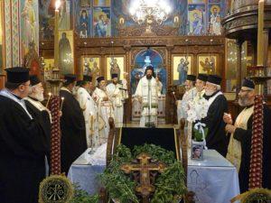 Αρχιερατική Θεία Λειτουργία στον Καθεδρικό Ι.Ν. Αγίας Τριάδος (ΦΩΤΟ)