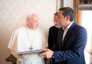 Ο Τσίπρας στον Πάπα -Η γραπτή αφιέρωση του Φραγκίσκου