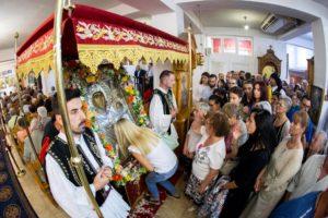 Θεσσαλονίκη :  Θερμή υποδοχή της θαυματουργής εικόνας της Παναγίας της Εσφαγμένης από το Βατοπαίδι