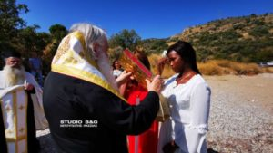 Ο Αργολίδος Νεκτάριος βάφτισε Ορθόδοξη μια νεαρή από την Αφρική (ΒΙΝΤΕΟ & ΦΩΤΟ)