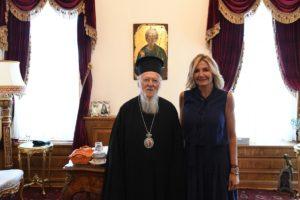 Η σύζυγος του Κυριάκου Μητσοτάκη στον Οικουμενικό Πατριάρχη (ΦΩΤΟ)