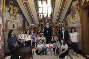 Μικροί μαθητές από την Καλαμπάκα στον Αρχιεπίσκοπο Ιερώνυμο (ΦΩΤΟ)