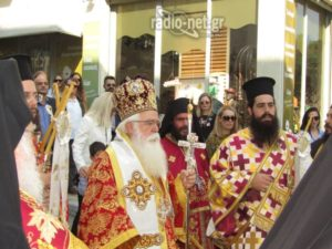 ΛΑΜΙΑ : Λαοθάλασσα στη λιτανεία της Εικόνας του Πολιούχου, Ευαγγελιστή Λουκά