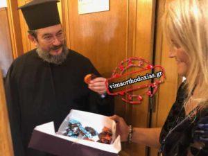 Γλυκά μοιράζουν στην Ιεραρχία για τους νέους Μητροπολίτες