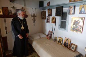 ΑΓΙΟΝ ΟΡΟΣ : Ο Σύρου Δωρόθεος στο κελλί του Αγίου Πορφυρίου στα Καυσοκαλύβια