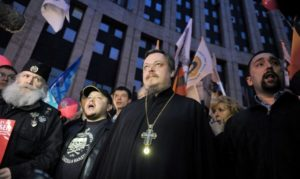 Μεγάλη διαδήλωση Ρώσων για το ουκρανικό έξω από την ελληνική πρεσβεία στη Μόσχα