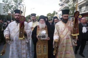 Θεσσαλονίκη ΤΩΡΑ : Αφίχθη η Τιμία Κάρα του Αγίου Ιωάννη Χρυσοστόμου από το Αγιο Ορος
