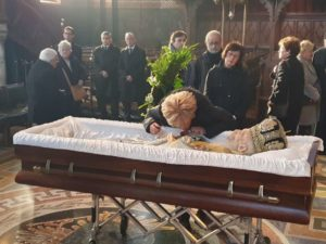 Σε λαϊκό προσκύνημα το σκήνωμα του μακαριστού Αρχιεπισκόπου Θυατείρων Γρηγορίου (ΦΩΤΟ)