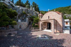 Το μοναστήρι του Οσίου Παταπίου στο Λουτράκι