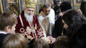 Πατριαρχική Θεία Λειτουργία από τον Σερβίας Ειρηναίο παρουσία σχολείων