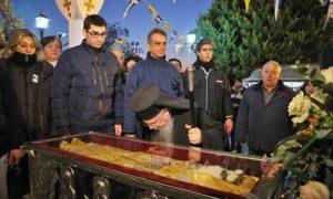 Νέα Καρβάλη -ΚΑΒΑΛΑ : Πλήθη λαού προσκυνούν το λείψανο του εορτάζοντος Αγίου Γρηγορίου Θεολόγου