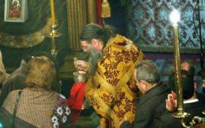 Ρώσοι Ιερείς: Ο κορωνοϊός δεν μεταδίδεται με τη Θεία Μετάληψη