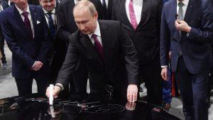 Αυτόγραφο του Πούτιν πουλήθηκε 340.000 ρούβλια!