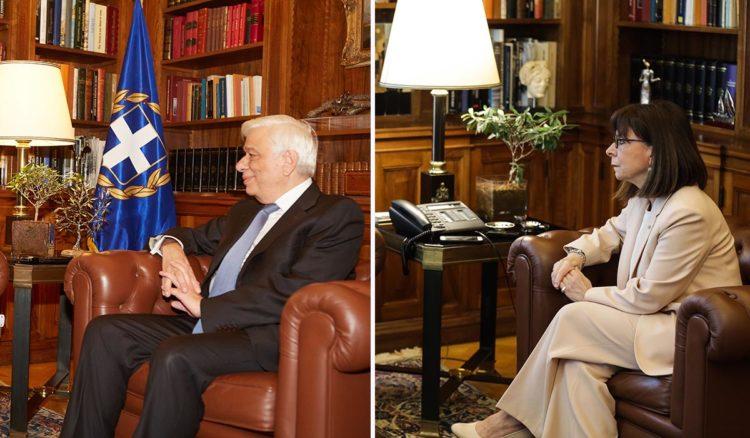 (Ξένη δημοσίευση) Ο Πρόεδρος της Δημοκρατίας Προκόπης Παυλόπουλος (Δ) συνομιλεί με τον πρόεδρο της Νέας Δημοκρατίας Κυριάκο Μητσοτάκη (Α) κατά τη διάρκεια της συνάντησής τους στο Προεδρικό Μέγαρο,  Δευτέρα 31 Οκτωβρίου 2016.   ΑΠΕ-ΜΠΕ/ΓΡΑΦΕΙΟ ΤΥΠΟΥ ΝΔ/ΔΗΜΗΤΡΗΣ  ΠΑΠΑΜΗΤΣΟΣ