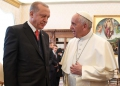 epa06497841 Pope Francis ((R) exchanges gifts with the Turkish President Recep Tayyip Erdogan (L) during a private audience at the Vatican, 05 February 2018. Talks with Pope Francis are expected to be focused on the USA's move of its Israeli embassy to Jerusalem. Erdogan is on a visit to Italy and the Vatican.  EPA/ALESSANDRO DI MEO / POOL