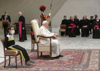 Pope Francis holds the weekly general audience at the Vatican, October 20, 2021. Vatican Media/Handout via REUTERS    ATTENTION EDITORS - THIS IMAGE WAS PROVIDED BY A THIRD PARTY.